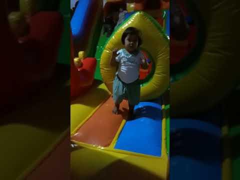 Felicia Main Lompat2 Di Istana Balon.