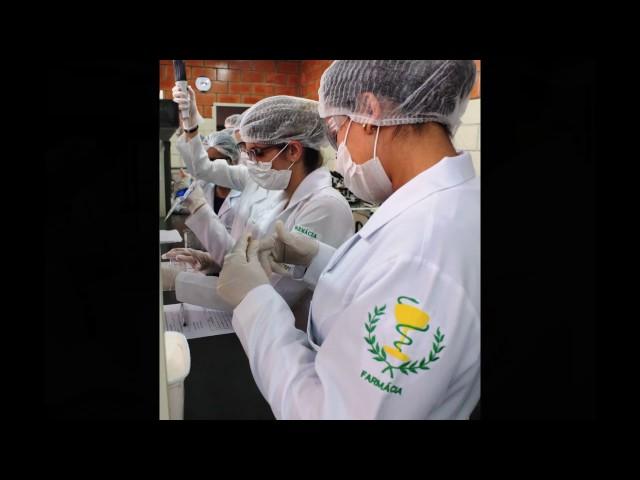Aula no laboratório de Análises Clínicas - Farmácia