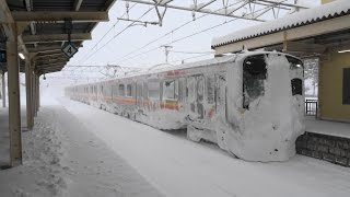 E129系 羽越本線 村上駅到着 壮絶な雪