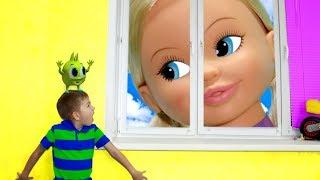 Кукла Диана стала огромной Барби выросла Рома не знает что делать Рома и Хелпик