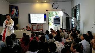 Cha Bùi Công Minh đặt Tay Và Cầu Nguyện Chữa Lành