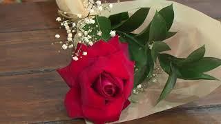 A proximidade do dia das mãe aqueceu a venda no comércio. Para quem trabalha com flores não há o que reclamar