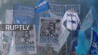Argentina: Thousands of teachers hit the streets nationwide demanding wage rise