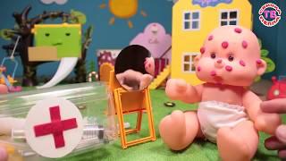 Куклы пупсики ДОКТОР ЛЕЧИТ ПАЦИЕНТА  Игрушки для девочек   играем в Дочки матери  Видео для детей