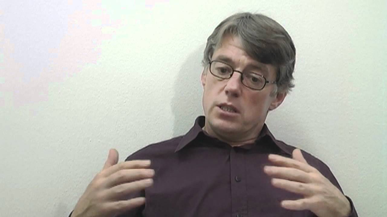Sozialwissenschaftler Krenn ist der Leiter des VHS-Webinars | Bildquelle: https://www.youtube.com/watch?v=3l_ygozCpY8 © YouTube / Dr. Manfred Krenn | Bilder sind in der Regel urheberrechtlich geschützt