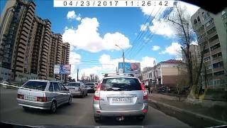 Таксист высадил пьяного пассажира посреди дороги