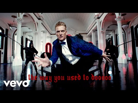 "Queens Of The Stone Age - ""The Way You Used To Do"""