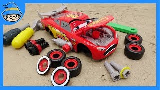 Disney Lightning McQueen car, repairs the car by entering the repair shop. Tool toy for children.