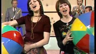 1975 Martha a Tena Elefteriadu - Táto, pojď si hrát