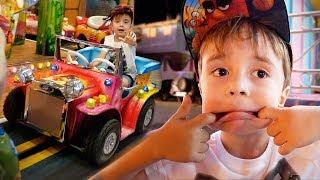 O PARQUE DE DIVERSÕES MAIS BARULHENTO DO MUNDO!! Angry Birds no Burger King e Daily Vlog em Familia