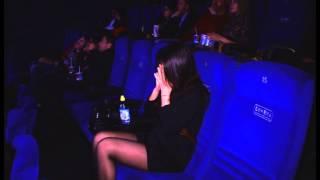 Сделал оригинальное предложение руки и сердца в кинотеатре. Девушка в слезах. Шоу твой день