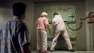 【穷电影】一家子为了躲避核战,在地下待了35年,再次出去发现外面大变样
