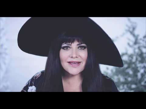 Ilona Csáková - Abych byla IN (Official Video)