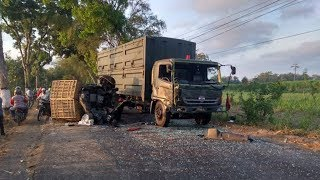 Mobil Pengangkut Bebek Ringsek Terlibat Tabrakan dengan Truk Bermuatan Amunisi di Kediri