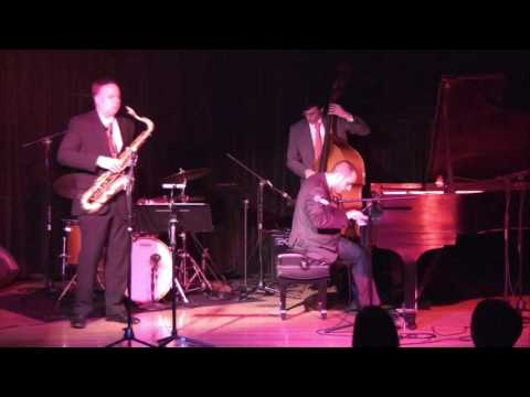 Having fun on stage with Harry Allen (saxophone)