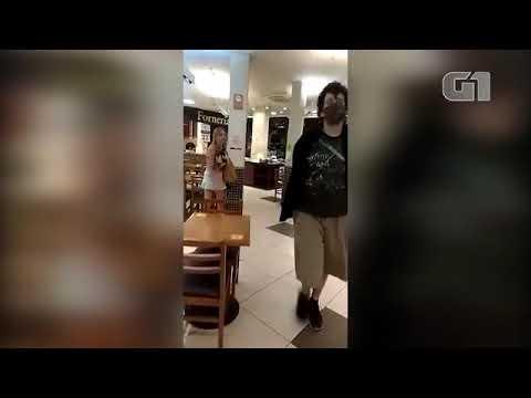 Mulher é presa por injúria racial e homofobia contra funcionários de padaria