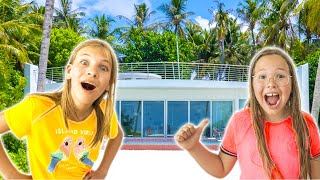 Amelia, Avelina and Akim holiday hotel room tour with a mystery guest inside