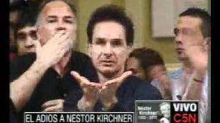 C5N EL ADIOS A NESTOR KIRCHNER  LOS CIUDADANOS SIGUEN DANDO EL PESAME A LA FAMILIA KIRCHNER
