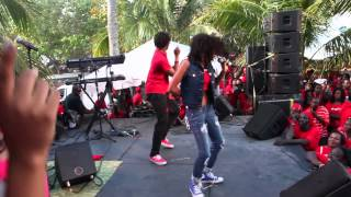 Angelique Sabrina performs Pull Up and Stop Sign for 20,000 people in The Bahamas