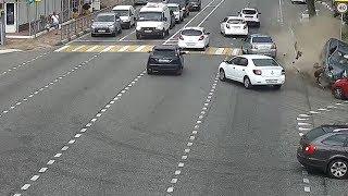 Уснувший за рулем водитель врезался в пешеходов в Сочи