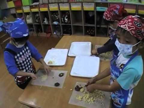 おやつのクッキー作り 若木保育園の2・3・4・5歳児