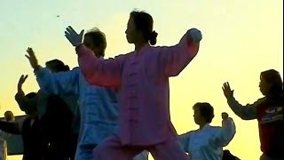 Video : China : Early morning Tai Chi by the Bund, ShangHai 上海