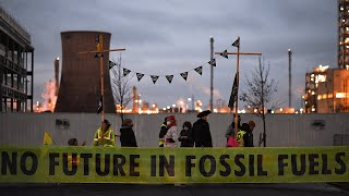 video: Extinction Rebellion block Ineos refinery gates
