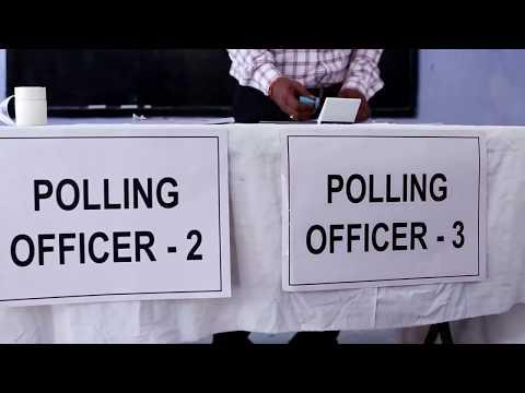 मतदान दल द्वारा मतदान केंद्र का निर्माण करना