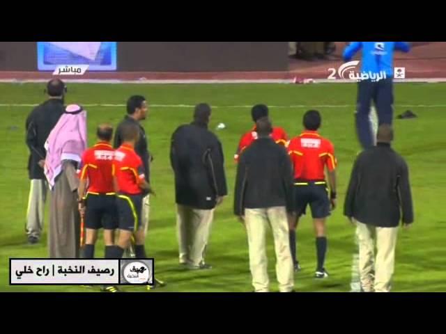 جماهير الهلال تقذف الحكم بالأحذيه بعد مباراة التعاون