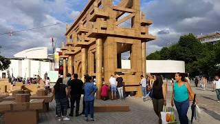 Строительство картонных домов в Париже