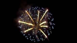 preview picture of video 'terza parte fuochi d'artificio 2009 bova marina'