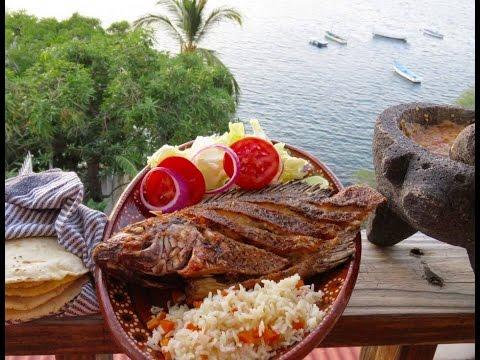 MOJARRA FRITA Y AL MOJO DE AJO, con ensalada, arroz, salsa y tortillas a mano.