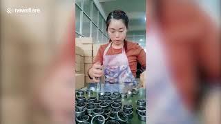 Методичность работы упаковщицы китаянки