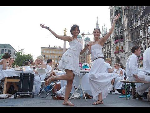 Diner en blanc 2014 in München - Facebook-Party auf dem Marienplatz am 16.07.2014