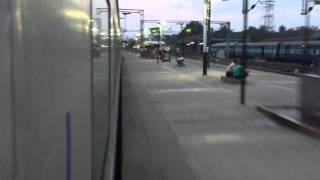 preview picture of video '12010 Ahmedabad Mumbai Central Shatabdi Skipping Valsad and crossing 12951 Mumbai Rajdhani.'