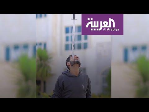 العرب اليوم - شاهد: يمني عجيب يحمل أجسام ثقيلة جدا بذقنه