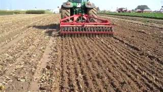 Tulip Multidisc VARIO In Plowed Field And Maize Stubble