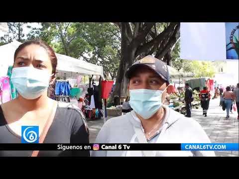 Ferieros instalan puestos en el Zócalo de Oaxaca, piden la libertad de líderes