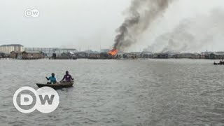 Residents kicked out of slum fight back | DW English