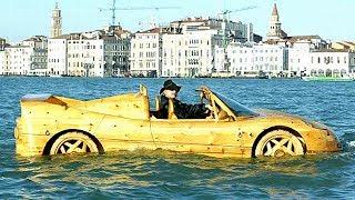 Деревянная Ferrari F50 плавает по рекам Венеции