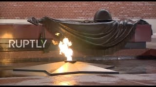 Russia: Honour guard marks 50th anniv. of Eternal Flame at Tomb of Unknown Soldier