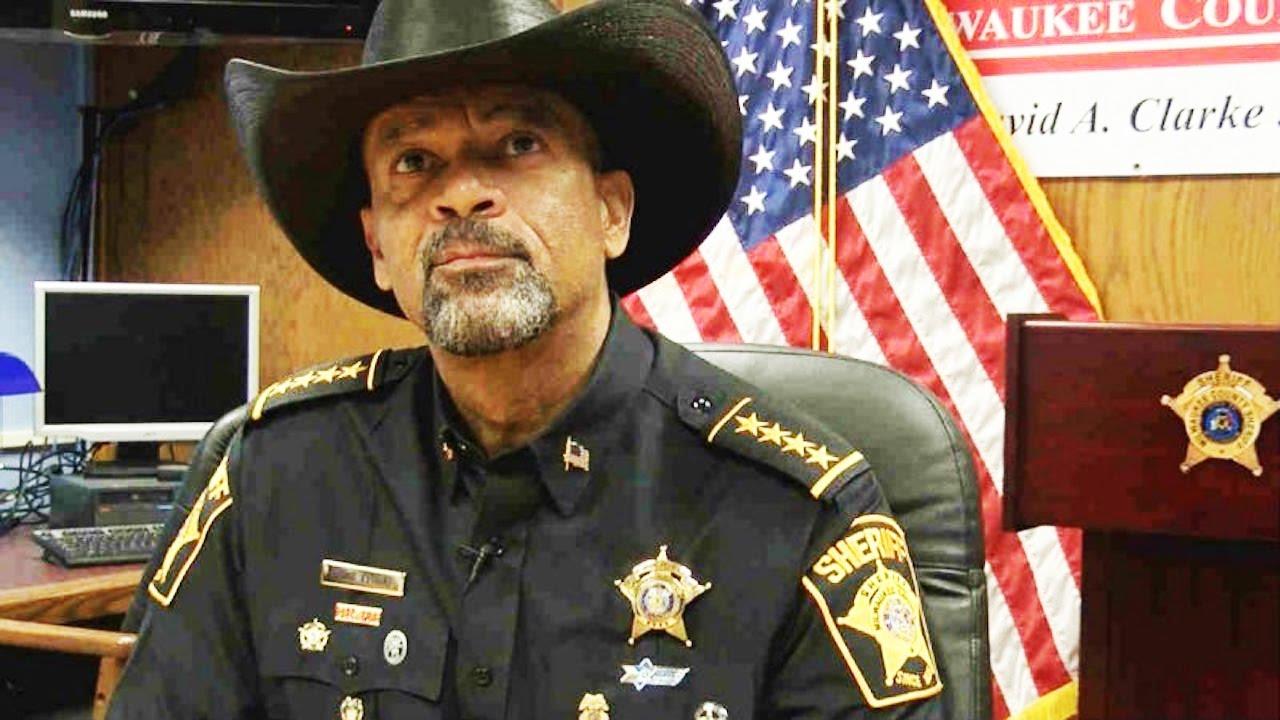 Sheriff David Clarke Under Investigation For Dead Prisoner thumbnail