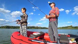Глебус против ОТЦА! Рыболовное соревнование - кто больше поймает рыбы! :)