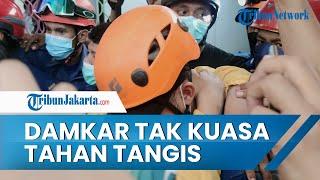 Personel Damkar Depok Tak Kuasa Tahan Tangis saat Berhasil Selamatkan Bocah yang Tertimpa Crane