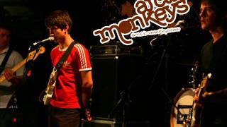 Arctic Monkeys - Stickin' To The Floor