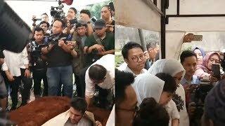 Momen Haru saat Prosesi Pemakaman Almarhum Sys NS, Anak: Ayah ke Mana?