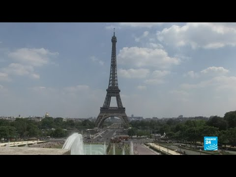 Anti-terror construction around Eiffel Tower causes uproar and frustration among tourists