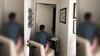 Teen finds dad sitting outside mom's bedroom– Snaps pic when she realizes heart-breaking truth