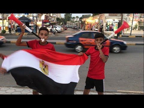 أطفال الغردقة يحتفلون بالمزامير والأعلام قبل مباراة مصر وروسيا