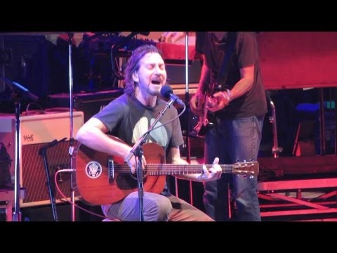 Pearl Jam: Speed Of Sound [HD] 2010-05-15 - Hartford, CT